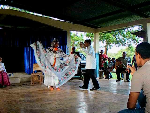 Queen courting dance