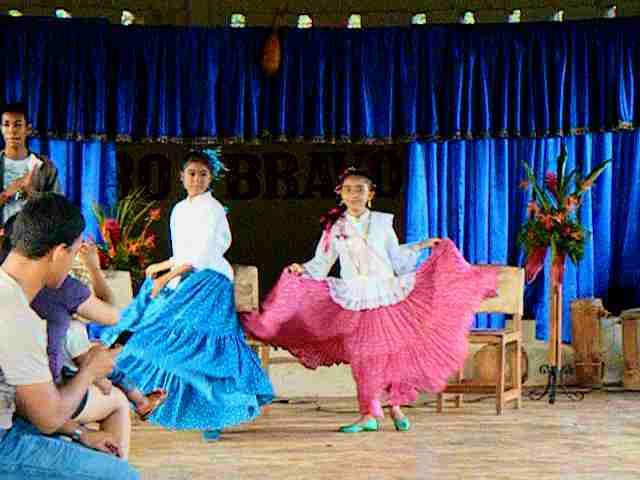 Princesses intro dance